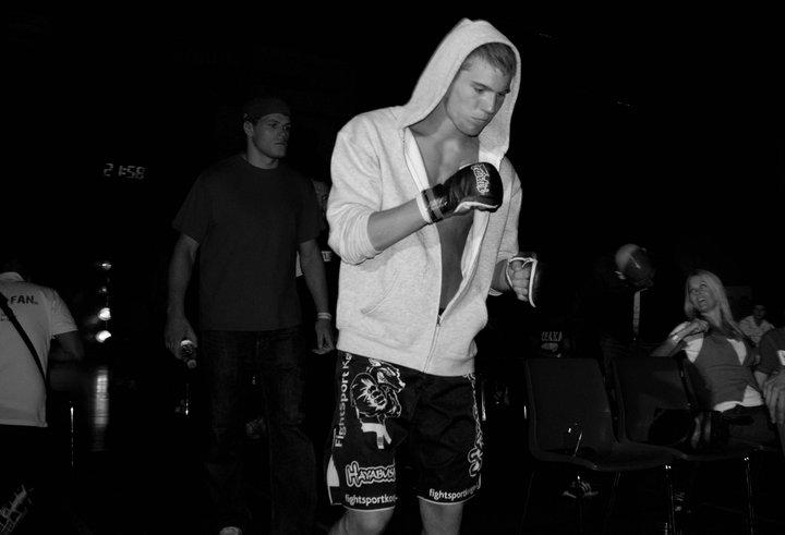 Theos walk in til Fighter Galla
